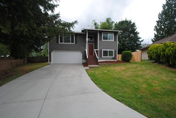 8816 156th St Ct E 3 Beds House for Rent Photo Gallery 1