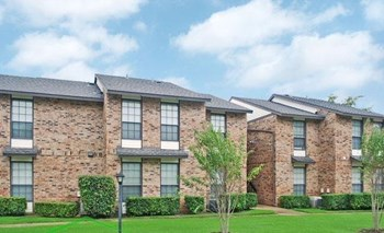 2730 Oak Tree Drive 1-2 Beds Apartment for Rent Photo Gallery 1