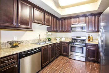 21501 Roscoe Blvd 2-3 Beds Apartment for Rent Photo Gallery 1