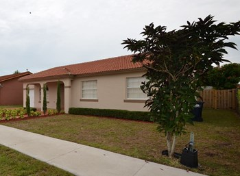 14580 Sw 172 Street 4 Beds House for Rent Photo Gallery 1