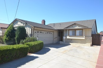 6837 Tobias Avenue 3 Beds House for Rent Photo Gallery 1