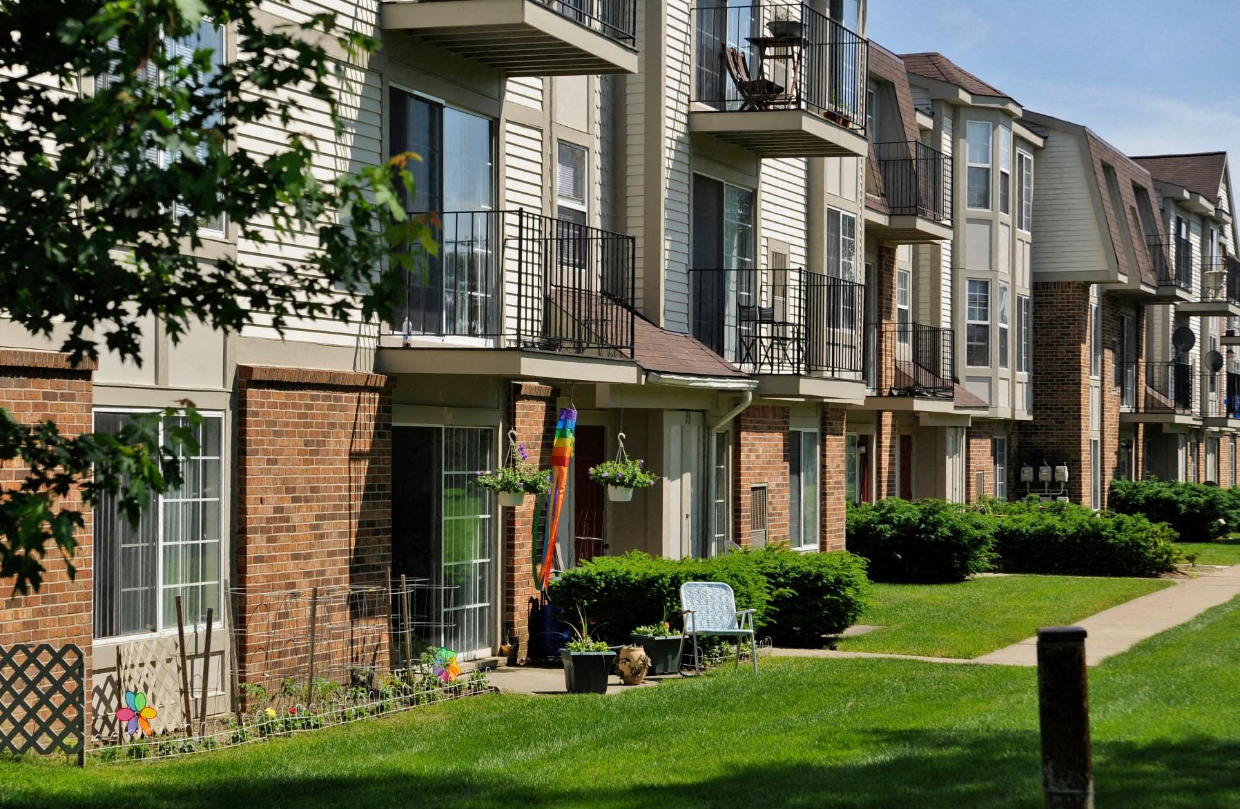 Bristol Square Apartments in Wixom MI