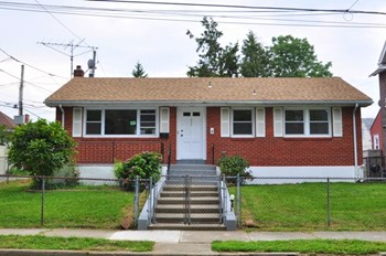 536 E Laurel St 4 Beds House for Rent Photo Gallery 1