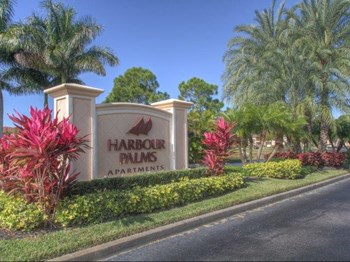 1811 SE Walton Lakes Drive 1-2 Beds Apartment for Rent Photo Gallery 1
