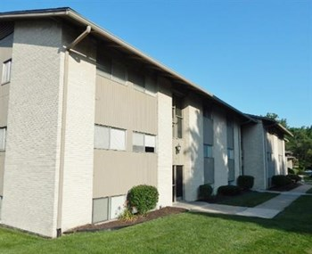 133 S. McClendon Studio-2 Beds Apartment for Rent Photo Gallery 1
