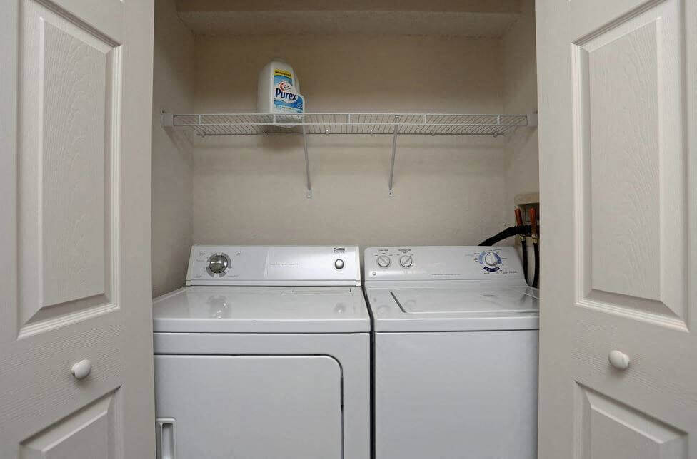 Full Size Washer/Dryer Hookups
