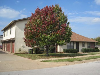 663 Crestline Dr. 2-3 Beds Townhouse for Rent Photo Gallery 1