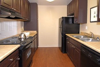 333 North Emerald Drive 1-2 Beds Apartment for Rent Photo Gallery 1