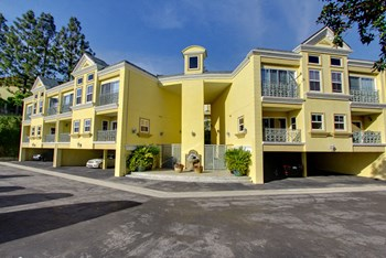 2301 Roscomare Rd 1-2 Beds Apartment for Rent Photo Gallery 1