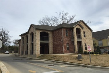 219 University Dr. 1-2 Beds Apartment for Rent Photo Gallery 1