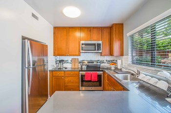 110 Mariposa Ave 3 Beds Apartment for Rent Photo Gallery 1