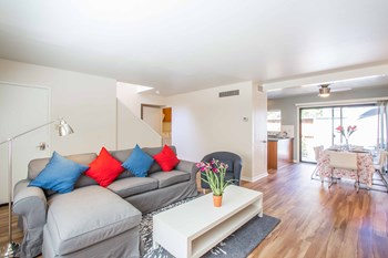 111 Ross Ave 3 Beds Apartment for Rent Photo Gallery 1