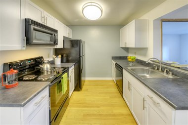 11400 NE 132nd St 1-2 Beds Apartment for Rent Photo Gallery 1