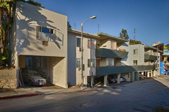 8497-9499 W Sunset Blvd Studio-2 Beds Apartment for Rent Photo Gallery 1