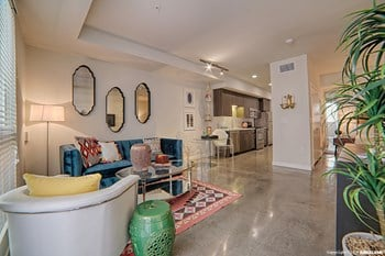 915 N La Brea Ave Studio-3 Beds Apartment for Rent Photo Gallery 1