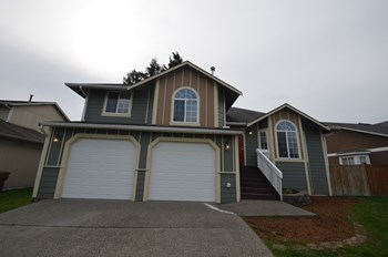 4620 29th Ave Ne 3 Beds House for Rent Photo Gallery 1