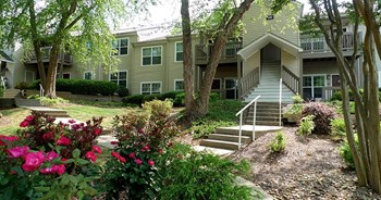 2950 East North Street 1-2 Beds Apartment for Rent Photo Gallery 1