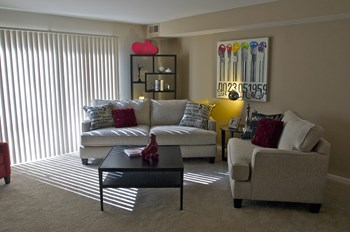 6915 Lynnfield Court 1-3 Beds Apartment for Rent Photo Gallery 1
