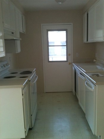 2561 TILLER AVE 2 Beds Apartment for Rent Photo Gallery 1