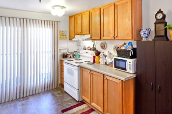 712 Southwest Saint Clair Avenue 1 Bed Apartment for Rent Photo Gallery 1