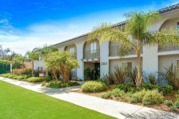 13464 Victory Blvd 1-2 Beds Apartment for Rent Photo Gallery 1