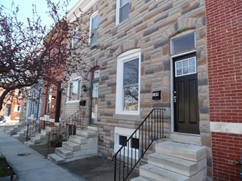 109 S Clinton St 3 Beds House for Rent Photo Gallery 1