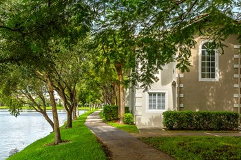 3600 W. Hillsboro Blvd 1-3 Beds Apartment for Rent Photo Gallery 1