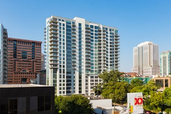 915 W. Peachtree St. NW Studio-2 Beds Apartment for Rent Photo Gallery 1