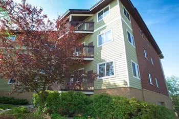 3100 Glen Oaks Ave. 1-3 Beds Apartment for Rent Photo Gallery 1