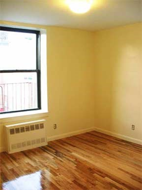 651 Southern Boulevard Studio-3 Beds Apartment for Rent Photo Gallery 1