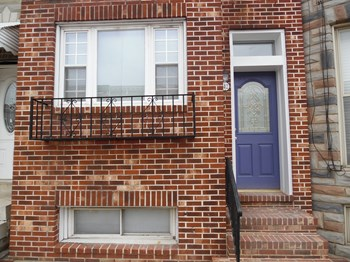 142 S Highland Ave 4 Beds House for Rent Photo Gallery 1