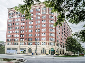 7100 S. South Shore Drive Studio-2 Beds Apartment for Rent Photo Gallery 1
