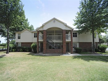 1600 Phyllis Drive #401 1-2 Beds Apartment for Rent Photo Gallery 1