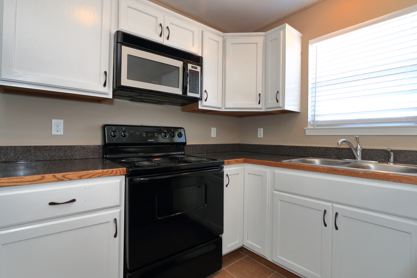 $1750 4 bedroom Apartment in Troy - Call 201-845-7300 for more information
