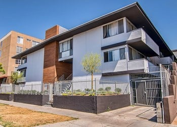 5643 Carlton Way 1-2 Beds Apartment for Rent Photo Gallery 1