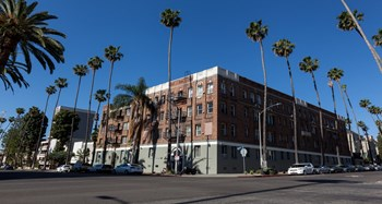401 S. Kenmore Avenue 1 Bed Apartment for Rent Photo Gallery 1