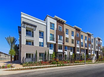 5550 Grosvenor Blvd, 1-3 Beds Apartment for Rent Photo Gallery 1