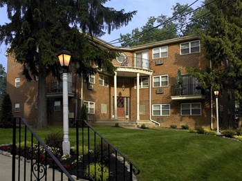 400 Chester Pike 1-2 Beds Apartment for Rent Photo Gallery 1