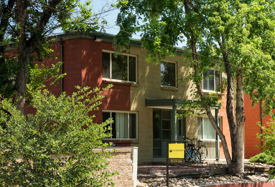 Jefferson Park Apartments - These beautiful units are located right across the street from Jefferson Park, making it easy to lace up your sneakers and go for a quick run after a long day at work