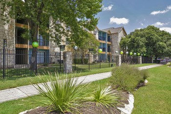 8912 North Lamar Blvd Studio-2 Beds Apartment for Rent Photo Gallery 1
