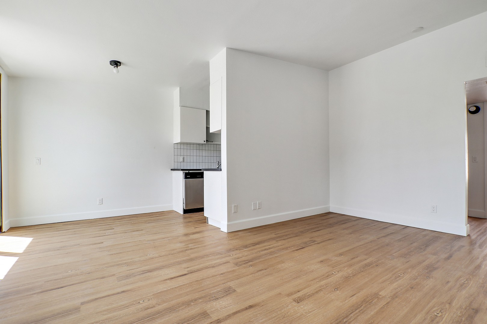 5800 20 Marmion Way Studio 2 Beds Apartment For Rent Photo Gallery 1