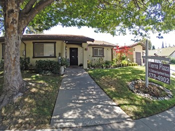 3408B Agua Ct 1-2 Beds Apartment for Rent Photo Gallery 1