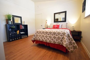 3704 Speedway 1-2 Beds Apartment for Rent Photo Gallery 1