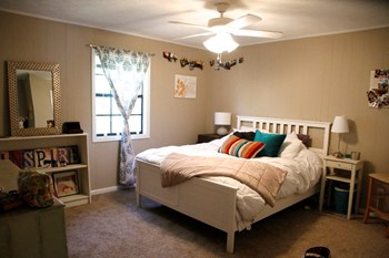 207 Auburn Drive 1-2 Beds Apartment for Rent Photo Gallery 1
