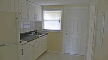 87 Ethelyn Drive 3 Beds Apartment for Rent Photo Gallery 1