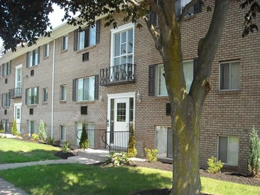 3660 Monroe Avenue 1-2 Beds Apartment for Rent Photo Gallery 1