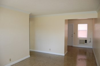 421-423 Revere Road 2 Beds Apartment for Rent Photo Gallery 1