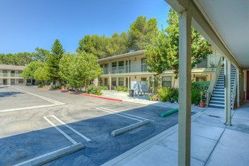1423-1425 Thousand Oaks Blvd Studio-1 Bed House for Rent Photo Gallery 1