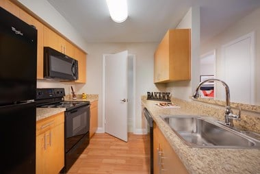 13940 Longwood Manor Ct. 1-2 Beds Apartment for Rent Photo Gallery 1