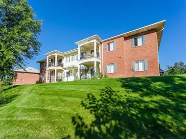 5570 Centerpointe Boulevard 1-3 Beds Apartment for Rent Photo Gallery 1